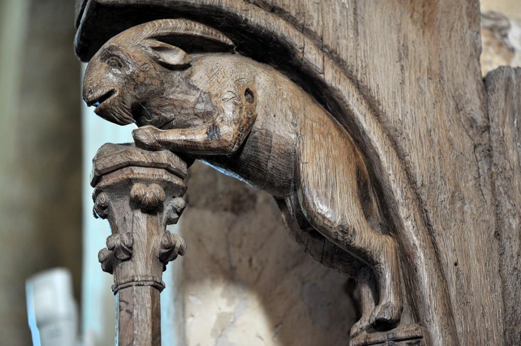 Bard-le-Régulier - Eglise Saint-Jean-l'Evangéliste (XIIe siècle) - Stalles : décor d'un dais