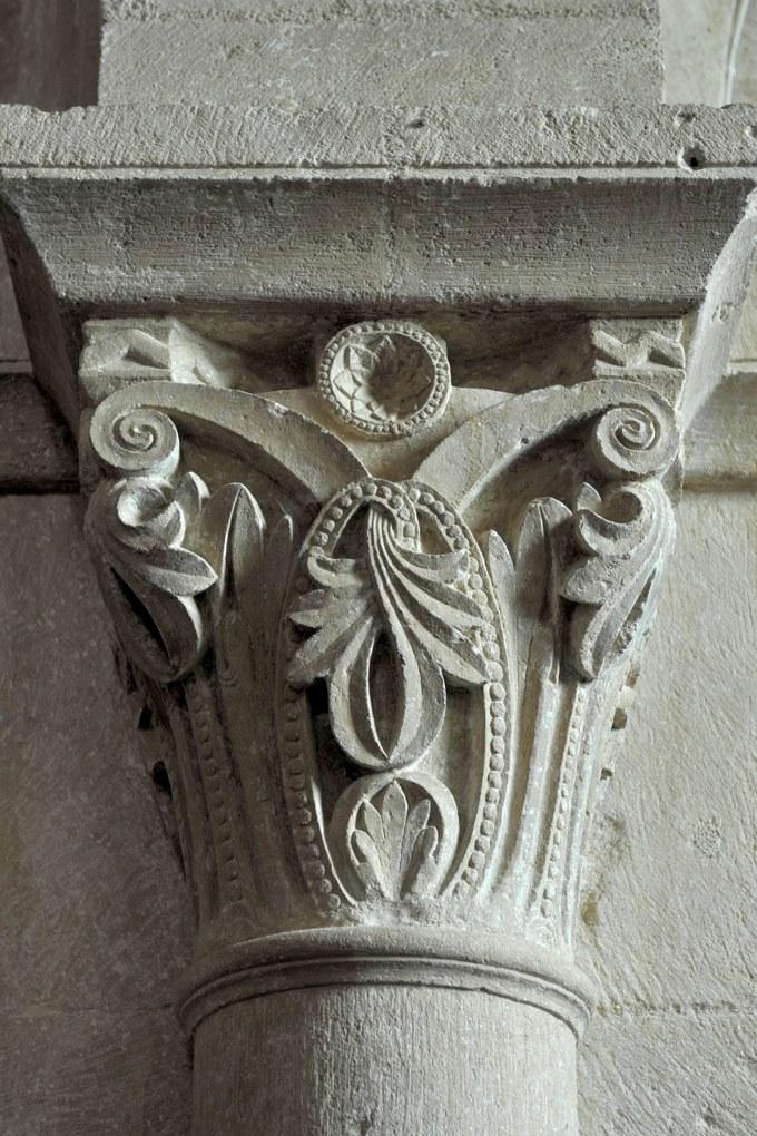 Bussy-le-Grand - Eglise Saint-Antonin (XIIe-XVe siècle) : Chapiteau roman