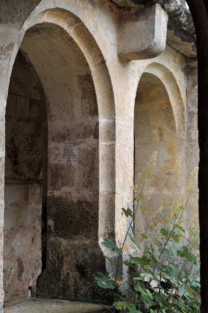 Châtel-Gérard - Prieuré de Vausse - Arcatures du cloître