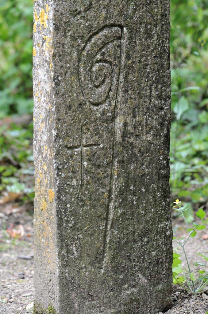 Châtel-Gérard - Prieuré de Vausse - Borne abbatiale originaire du Val des Choues