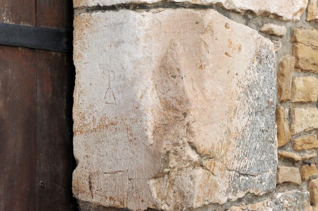 Chenôve - Ancienne cuverie (XIIIe siècle) : marque lapidaire