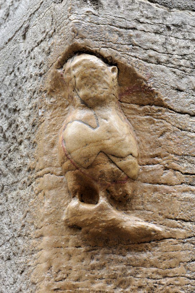 Dijon - Eglise Notre-Dame : la chouette, sculptée au chevet de l'église (XIIIe s.)