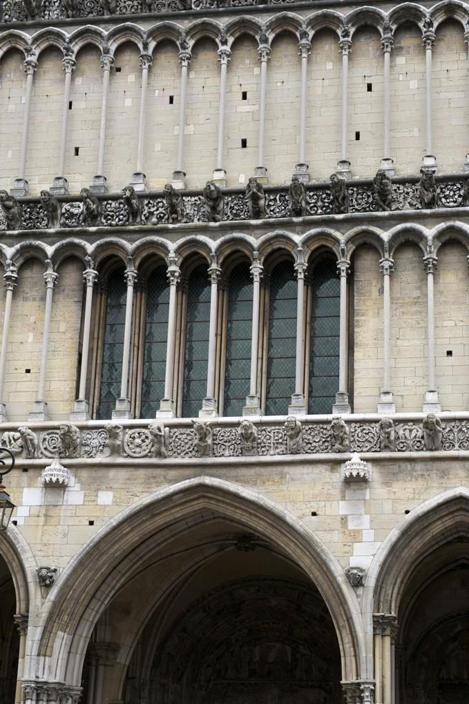 Dijon - Eglise Notre-Dame (XIIIe siècle) : vue partielle de la façade