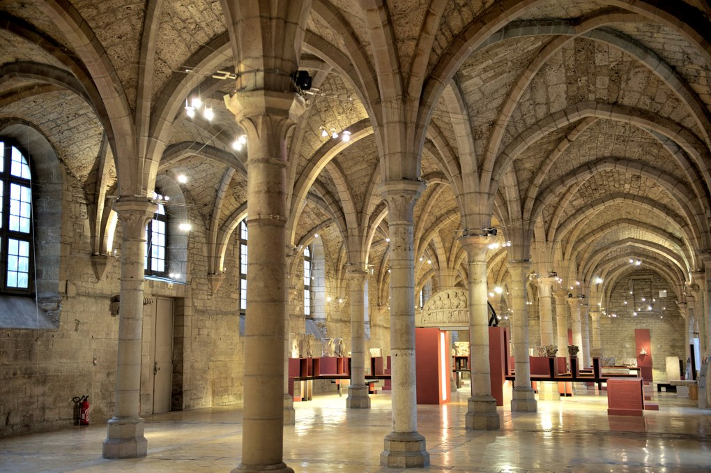 Dijon - Abbaye Saint-Bénigne : le dortoir des moines (début XIIIe siècle)