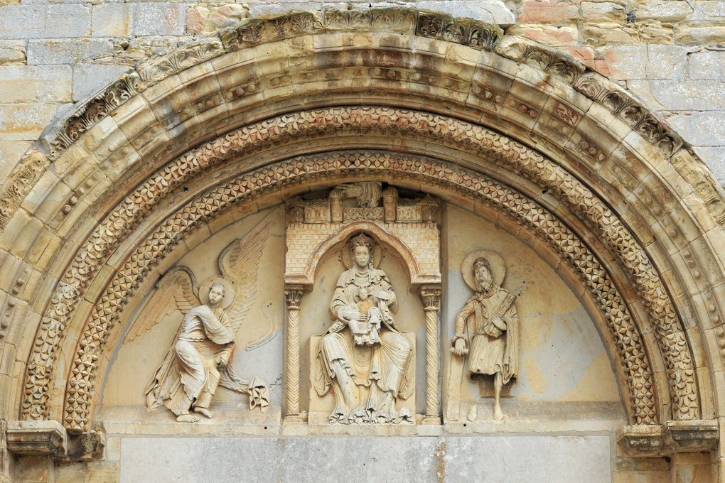 Donzy-le-Pré - Le tympan du portail (milieu du XIIe siècle)
