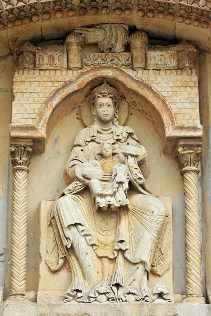 Donzy - Donzy-le-Pré - La Vierge tenant l'Enfant sur ses genoux (milieu XIIe siècle)