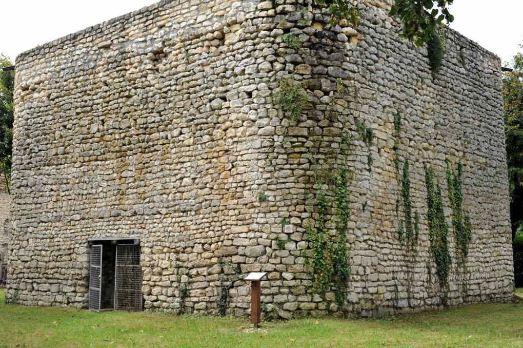 La Marche - Tour maîtresse du IXe ou début du Xe siècle