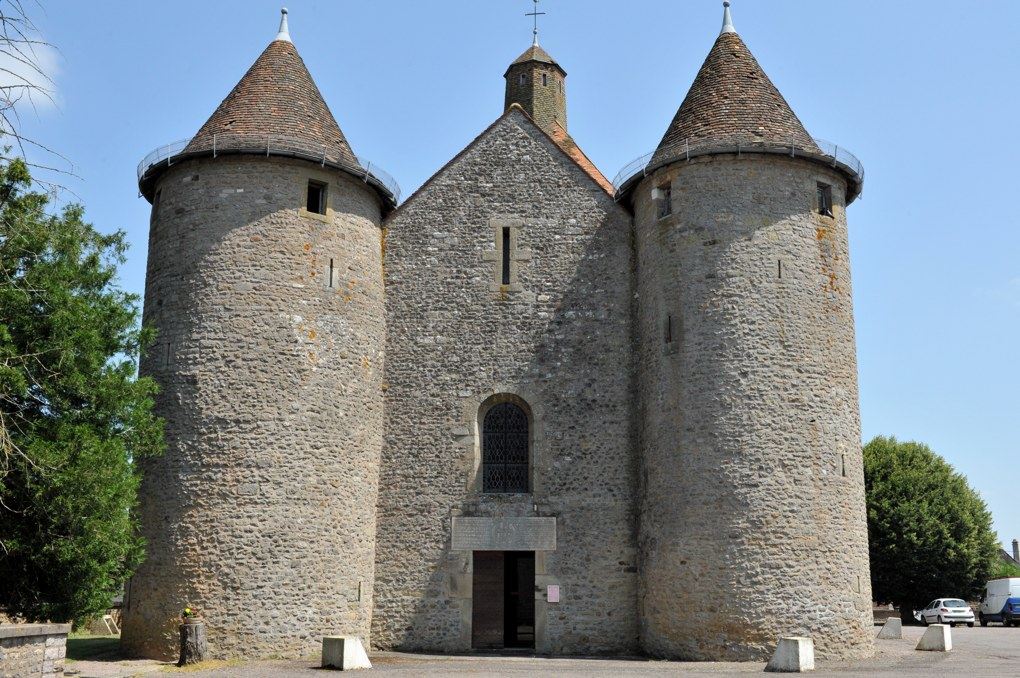 Manlay - Eglise fortifiée (XIVe siècle)