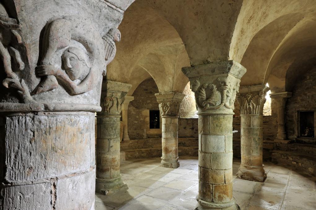 Saint-Parize-le-Châtel - La crypte (v. 1115-1120) : vue générale