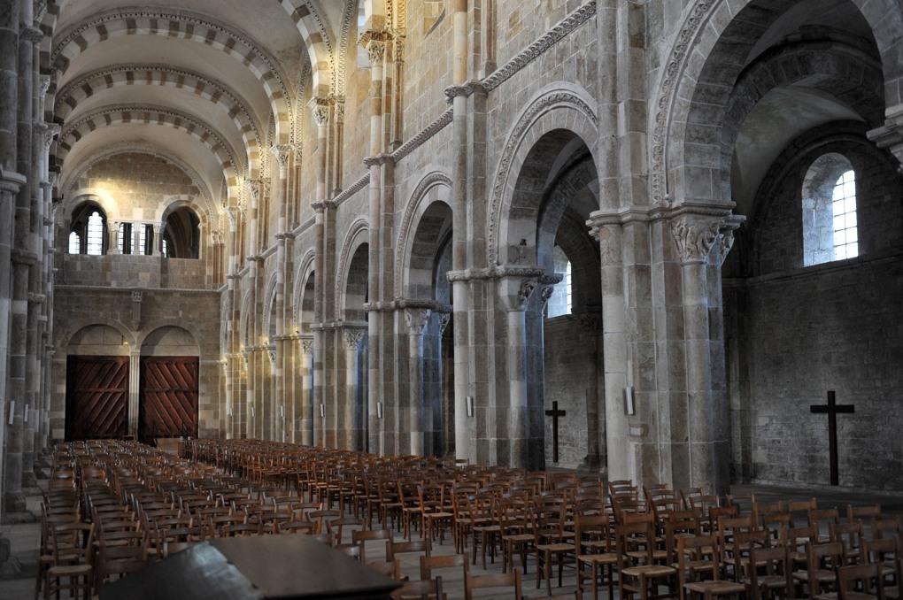 Vézelay - La nef vue depuis le choeur