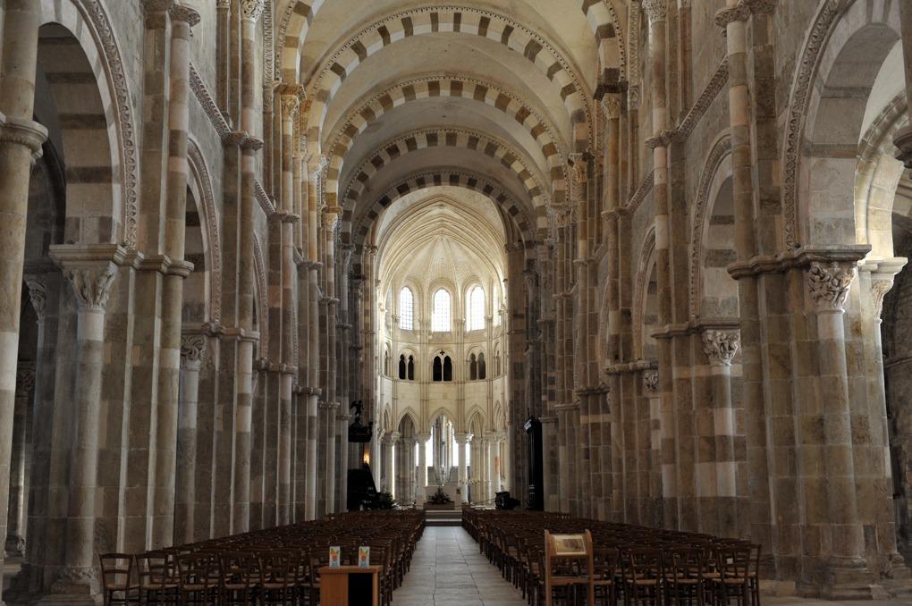 Vézelay - Nef et choeur de l'abbatiale Sainte-Marie-Madeleine (XIIe-début du XIIIe siècle)