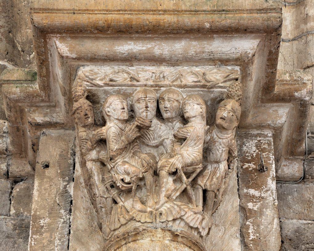 Vézelay - Chapiteau de la nef : scène de conseil, sujet non identifié (v. 1130)