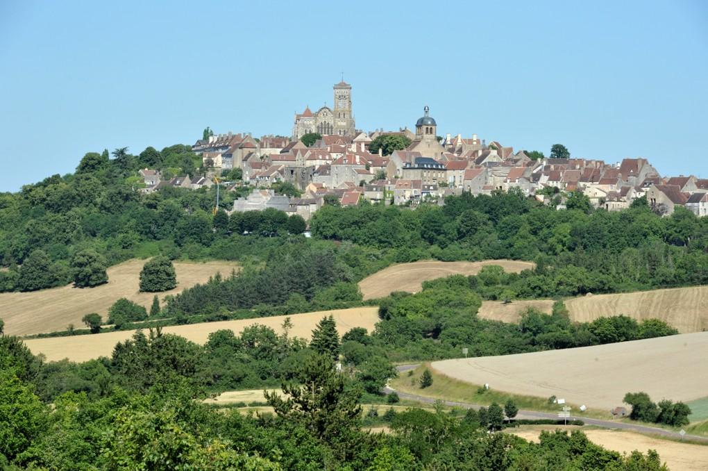 Vézelay - Le site depuis la route de Clamecy