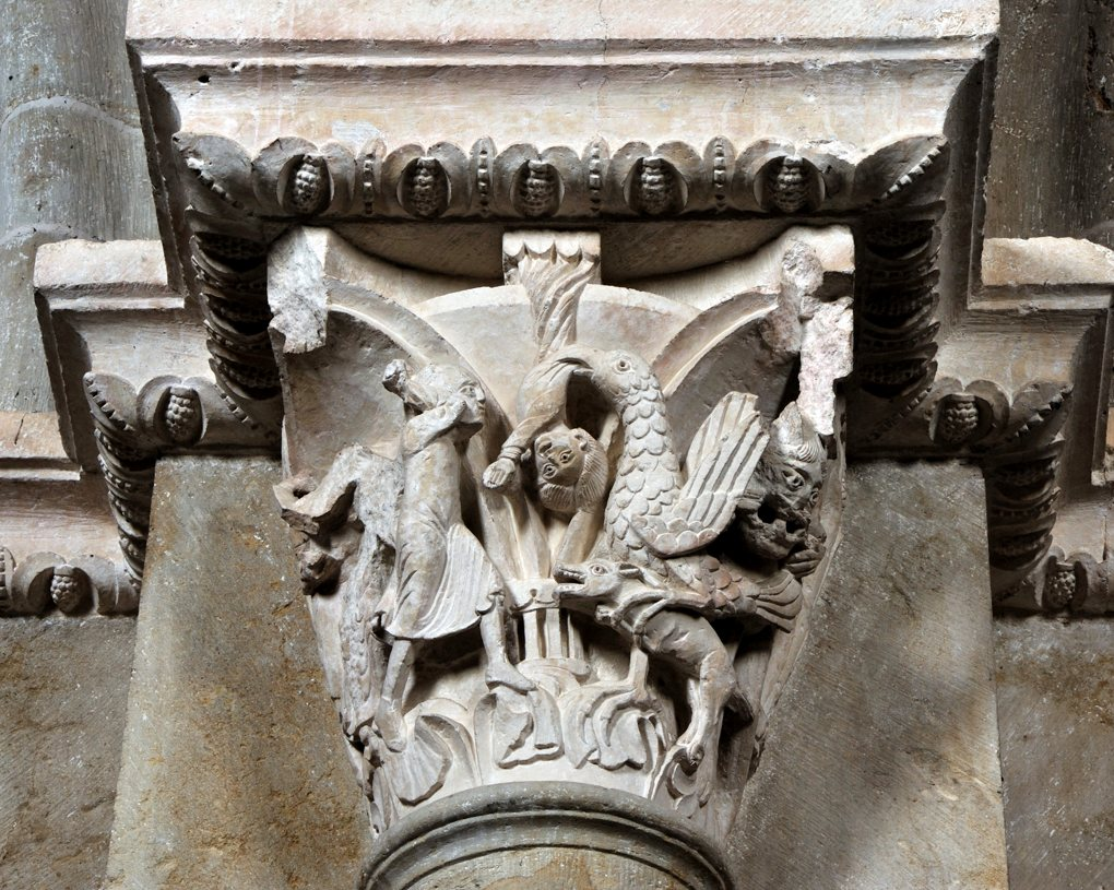 Vézelay - Chapiteau de la nef : le rapt de Ganymède (v. 1130)