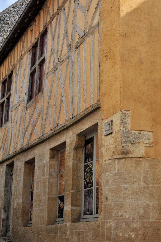 Vézelay - Maison à pans de bois (XIVe-XVIe siècle)