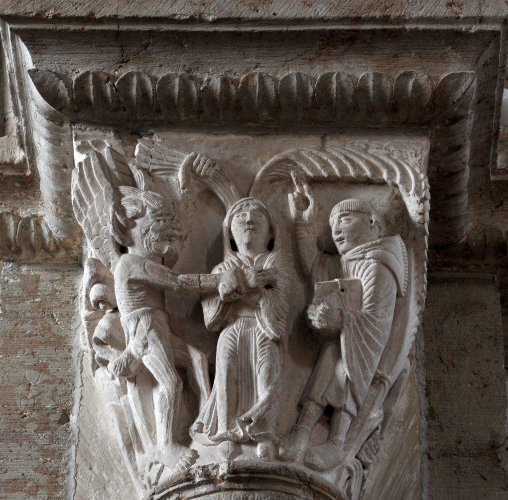 Vézelay - Chapiteau de la nef - Collatéral sud : le diable tente saint Benoît en lui présentant une femme