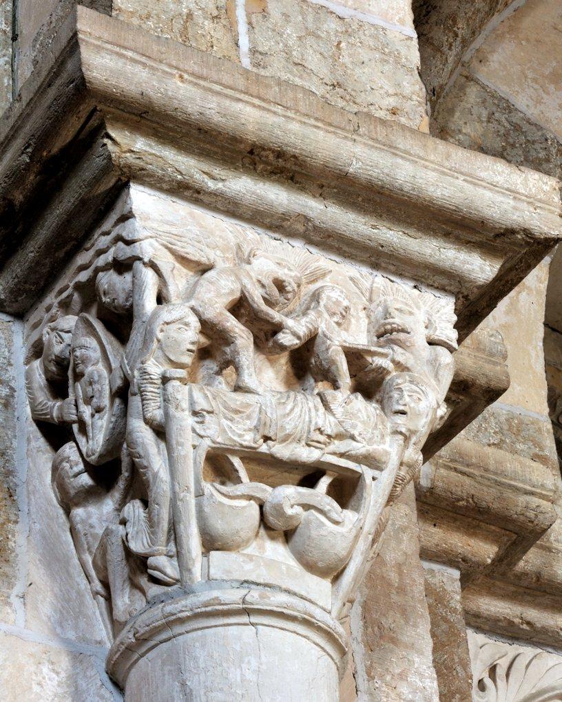 Chapiteau de la nef - Collatéral sud : la mort du mauvais riche à droite et celle du pauvre Lazare à gauche (Luc 16, 19-31)