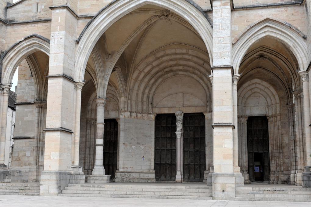 Beaune - Collégiale Notre-Dame - Le porche (milieu du XIIIe siècle)