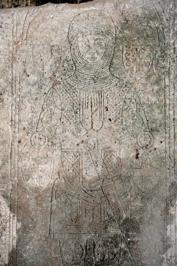 Bure-les-Templiers - Eglise Saint-Julien - Pierre tombale du commandeur hospitalier Guillaume de Fougerolles (1353)