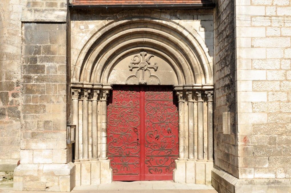 Chablis - Collégiale Saint-Martin - Le portail sud