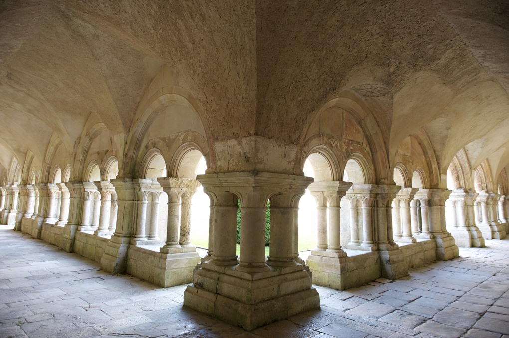 Montbard - Abbaye de Fontenay - Le cloître (XIIe siècle)