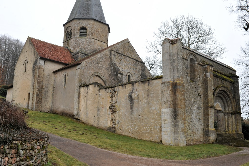 Jailly - Eglise priorale Saint-Sylvestre (XIIe siècle)