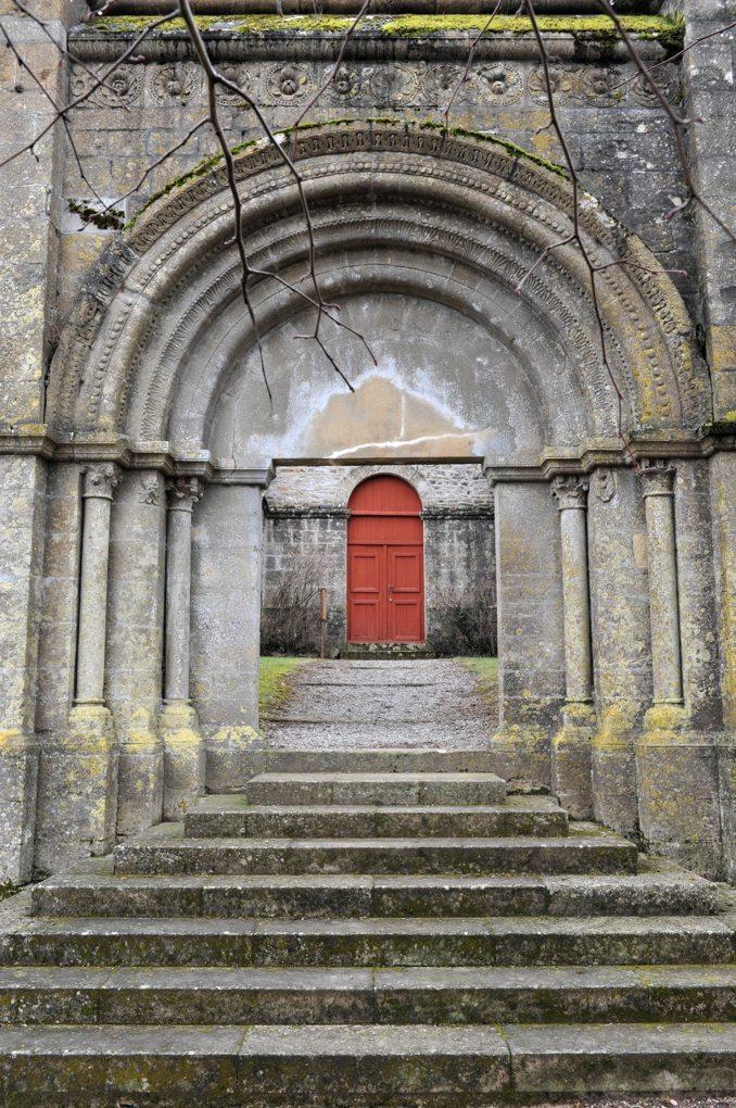 Jailly - Eglise priorale Saint-Sylvestre (XIIe siècle) - Le portail (2e moitié du XIIe siècle)