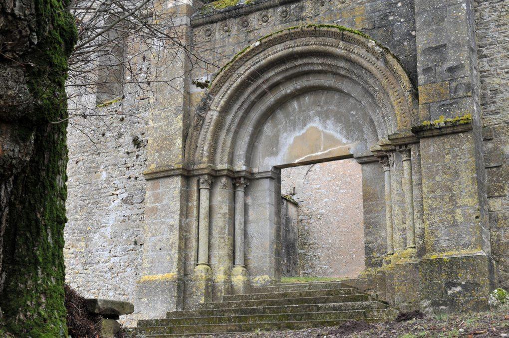 Jailly - Eglise priorale Saint-Sylvestre (XIIe siècle) - La façade