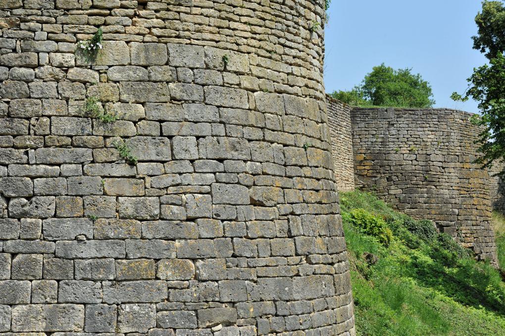 Mont-Saint-Jean - L'enceinte (XIIIe siècle)