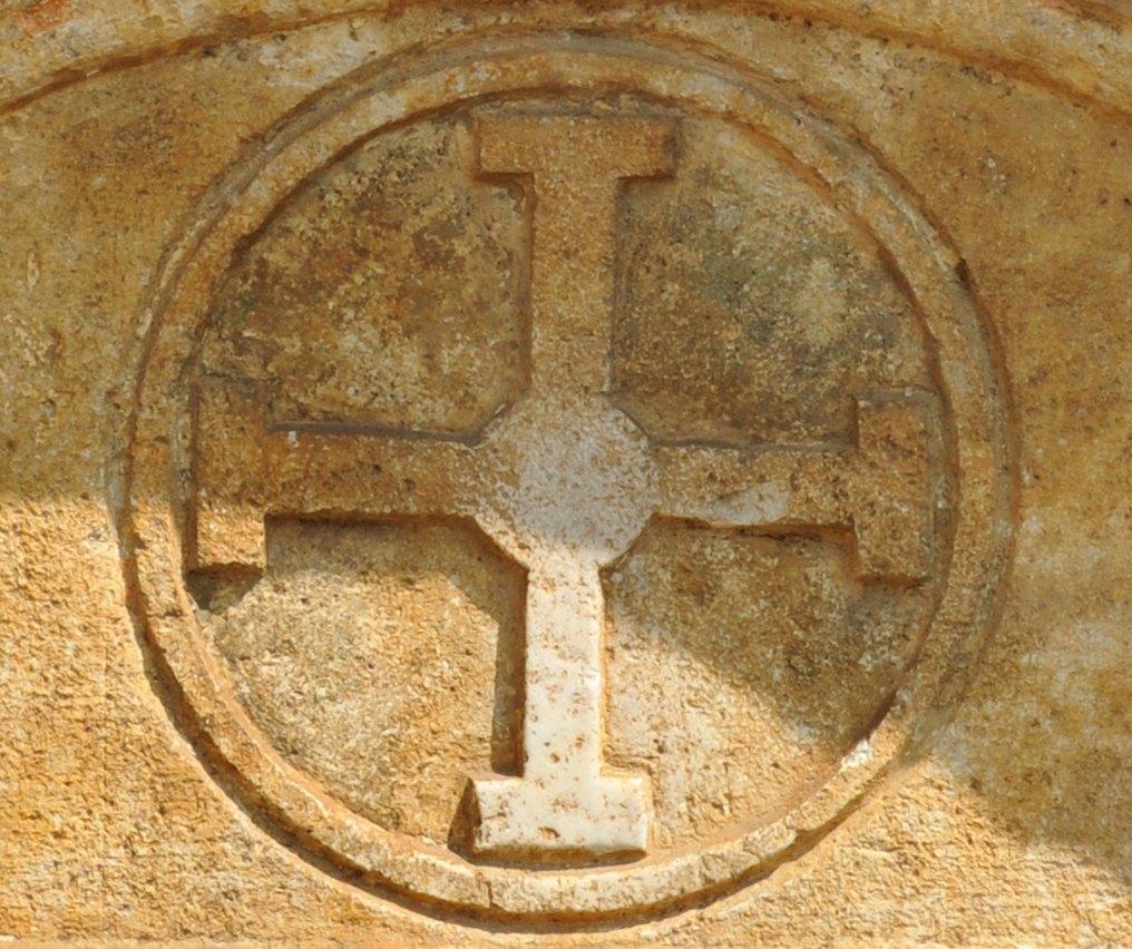 Mont-Saint-Jean - L'église - Croix de l'ordre des chevaliers de Saint-Jean de Jérusalem (ordre de Malte)