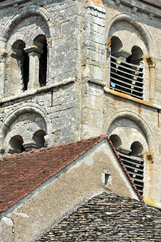 Mont-Saint-Jean - L'église (XIIe-XIIIe et XVe siècle) : le clocher (début du XIIIe siècle)