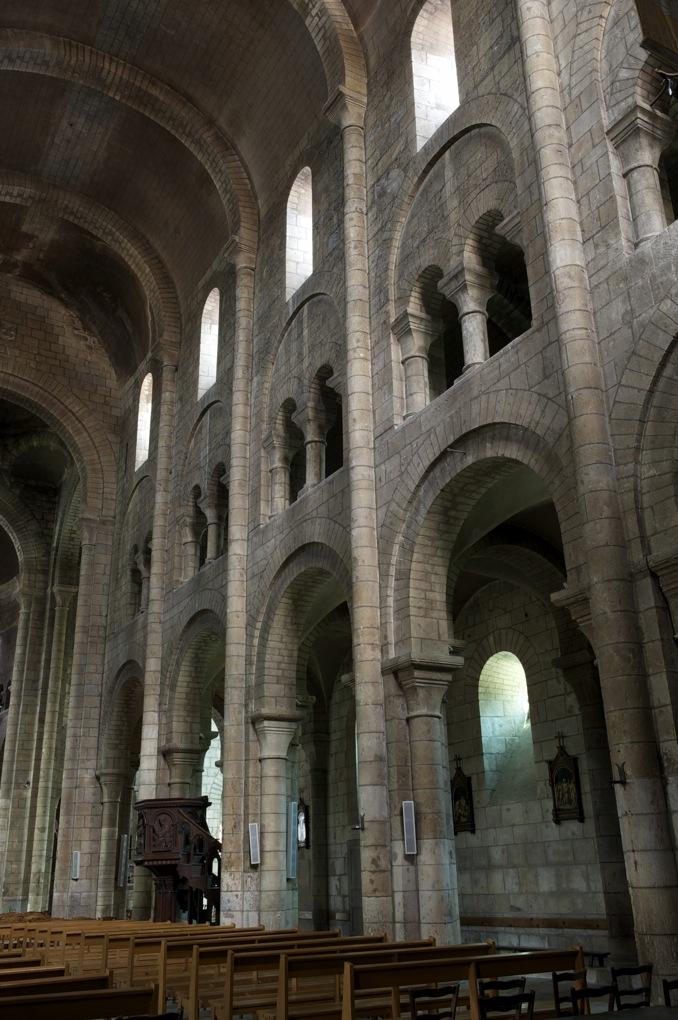 Nevers - Eglise Saint-Etienne - La nef (fin du XIe siècle)