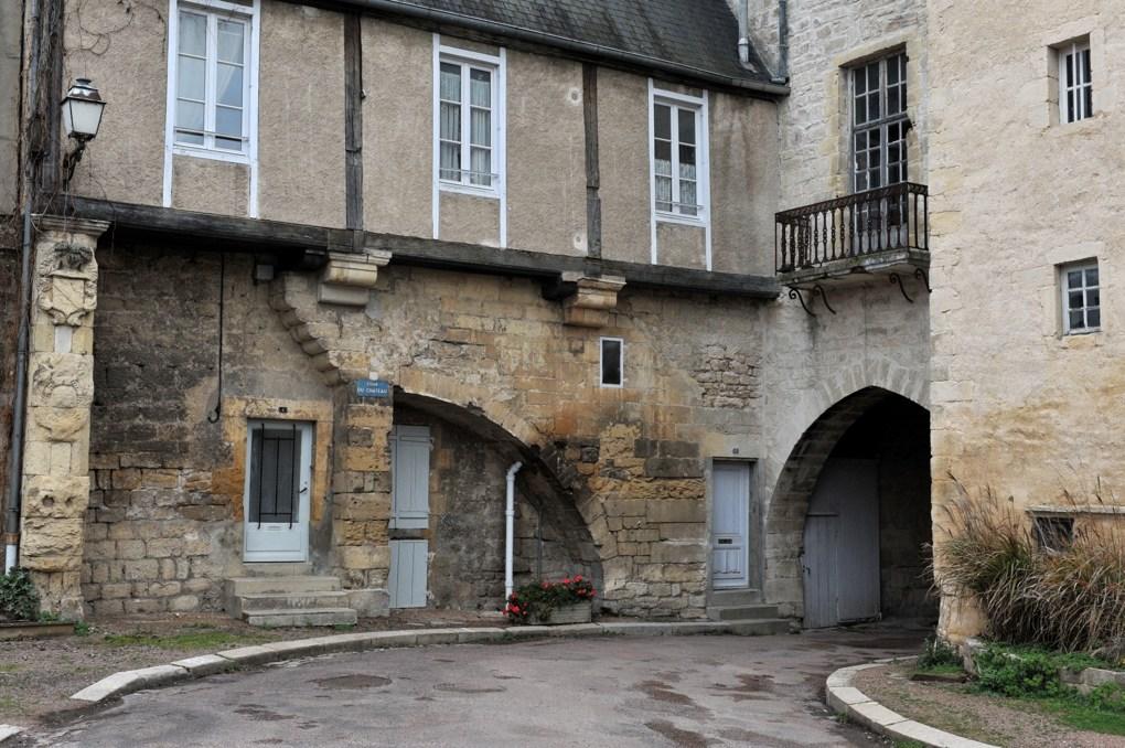 Prémery - Cour du château