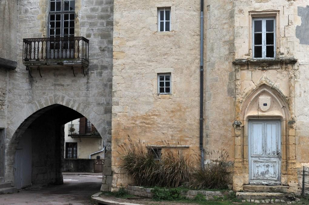Prémery - Le château - logis et porche d'entrée