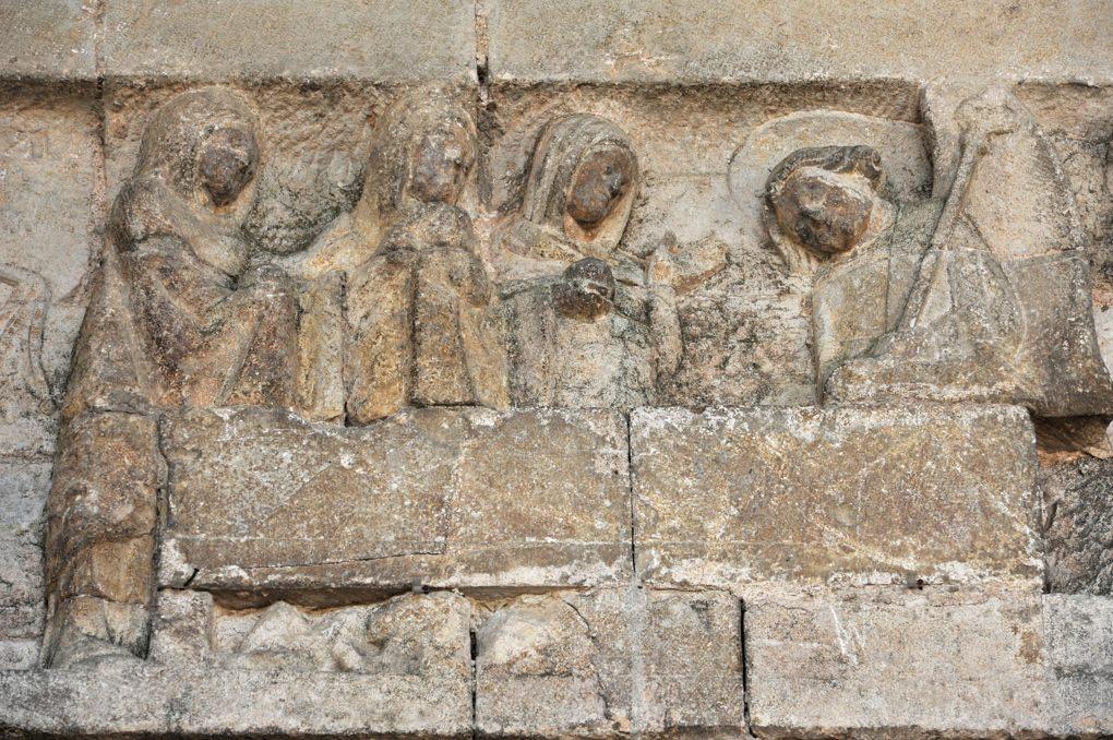Rougemont - Tympan : Les saintes femmes au Tombeau