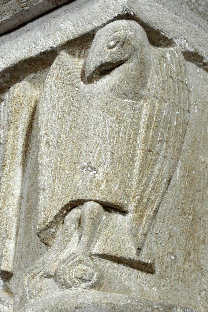 Sémelay - Eglise Saint-Pierre (XIIe siècle) - Détail d'un chapiteau : aigle