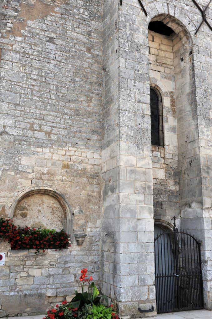 Saint-Cyr-les-Colons - Eglise Saint-Cyr-et-Sainte-Julitte (fin XIIe siècle) - Façade et assommoir