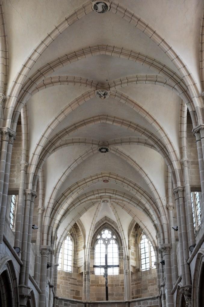 Saint-Père-sous-Vézelay - Eglise Notre-Dame : voûtes de la nef et choeur (XIIIe siècle)