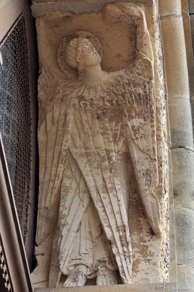 Saint-Révérien - Eglise Saint-Révérien - Ange du portail ouest (XIIe siècle)