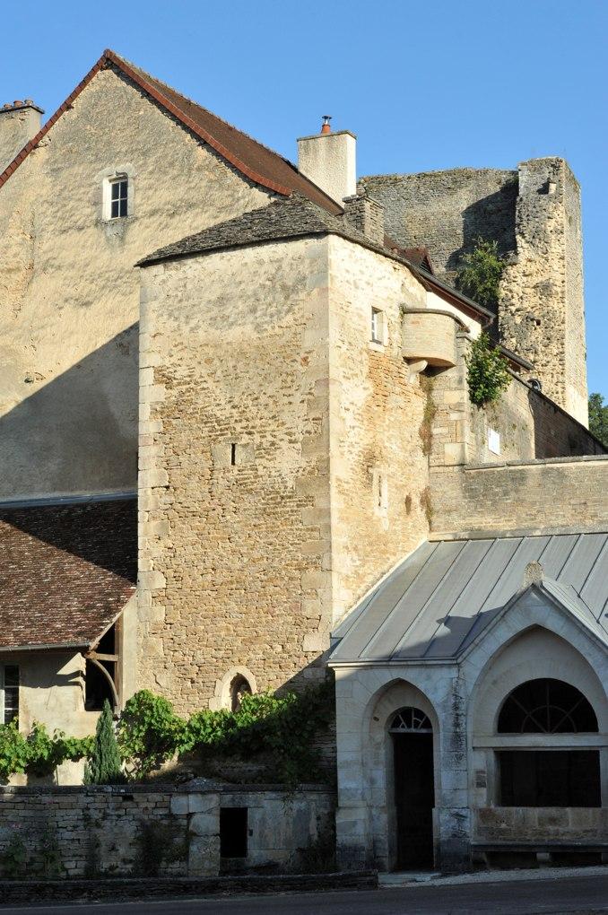 Salives - Puits fortifié (XIVe siècle)