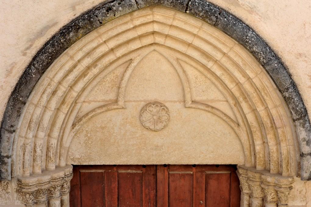 Salives - Eglise Saint-Martin - Tympan du portail