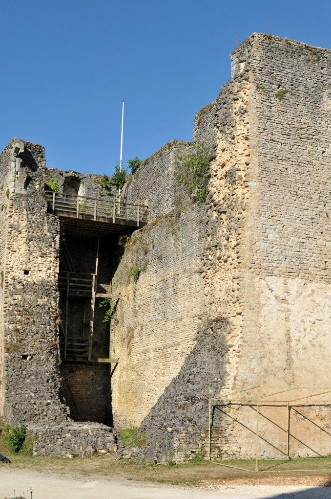 Salives - Le donjon (v. 1030)