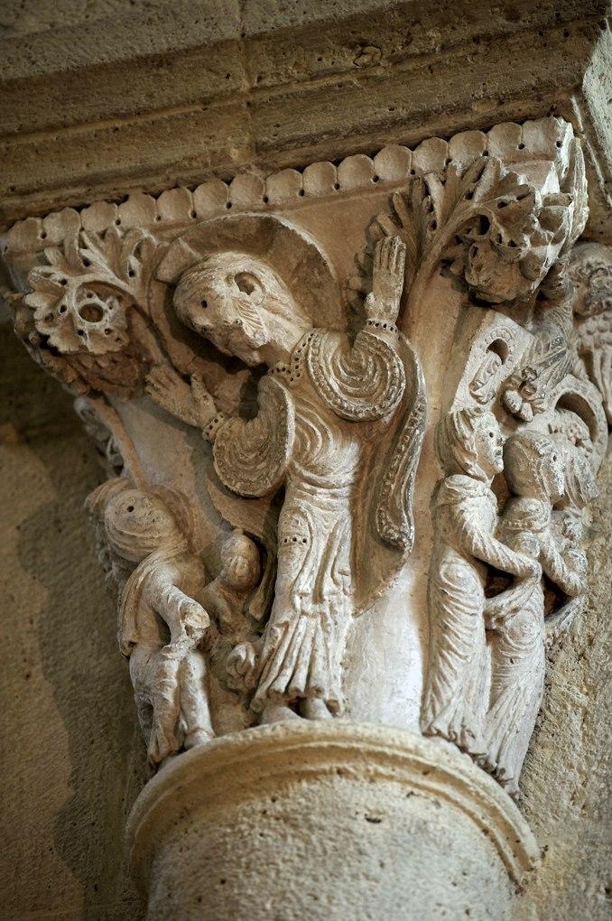 Saulieu - Basilique saint-Andoche - Chapiteau : Scène du Noli me tangere (évangile de Jean 20, 17), v. 1140