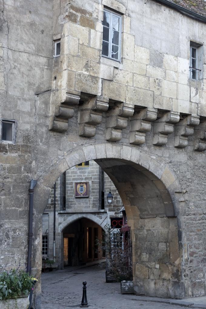 Semur-en-Auxois - Barbacane protégeant la Porte Sauvigny (milieu du XVe siècle)