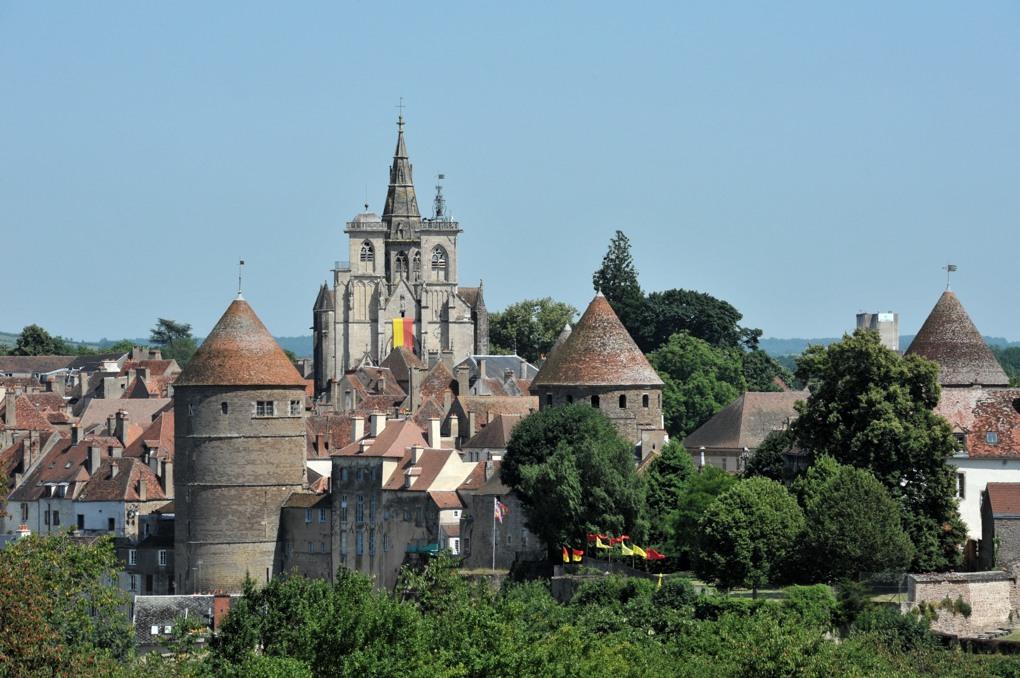 Semur-en-Auxois - Enceinte et église Notre-Dame