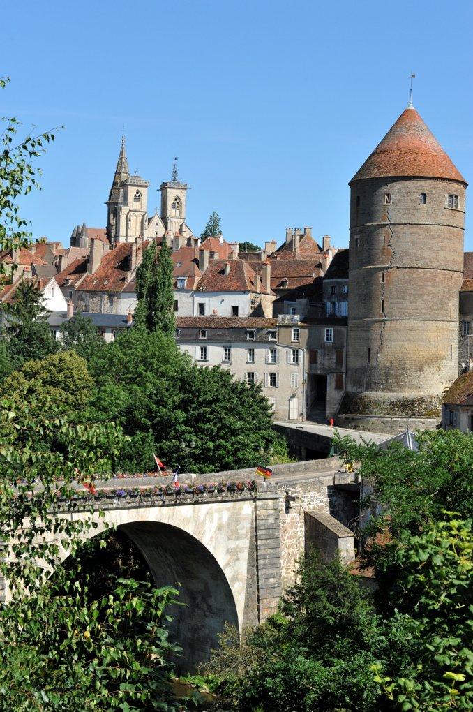 Semur-en-Auxois - Enceinte, tours et église Notre-Dame