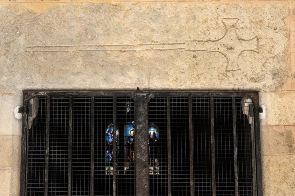 Thoisy-le-Désert - Eglise Saint-Maurice : linteau du portail de la nef