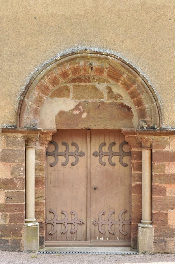 Vieux-Château - Eglise Saint-Laurent - Le portail de la nef