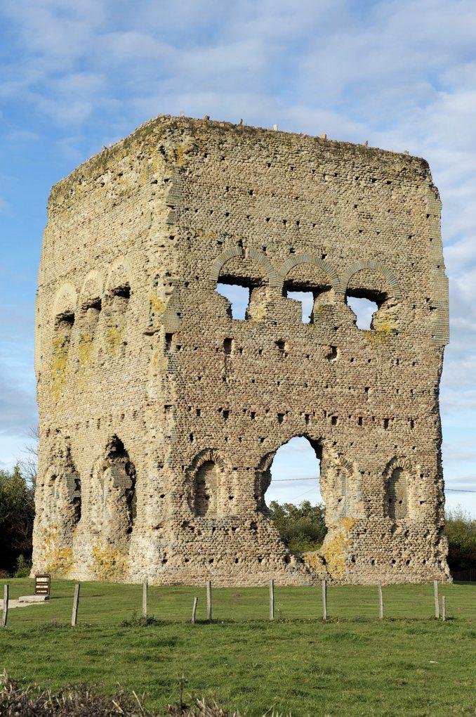 """Autun - Temple dit """"de Janus"""" (Ier siècle) - Affectation cultuelle antique inconnue"""