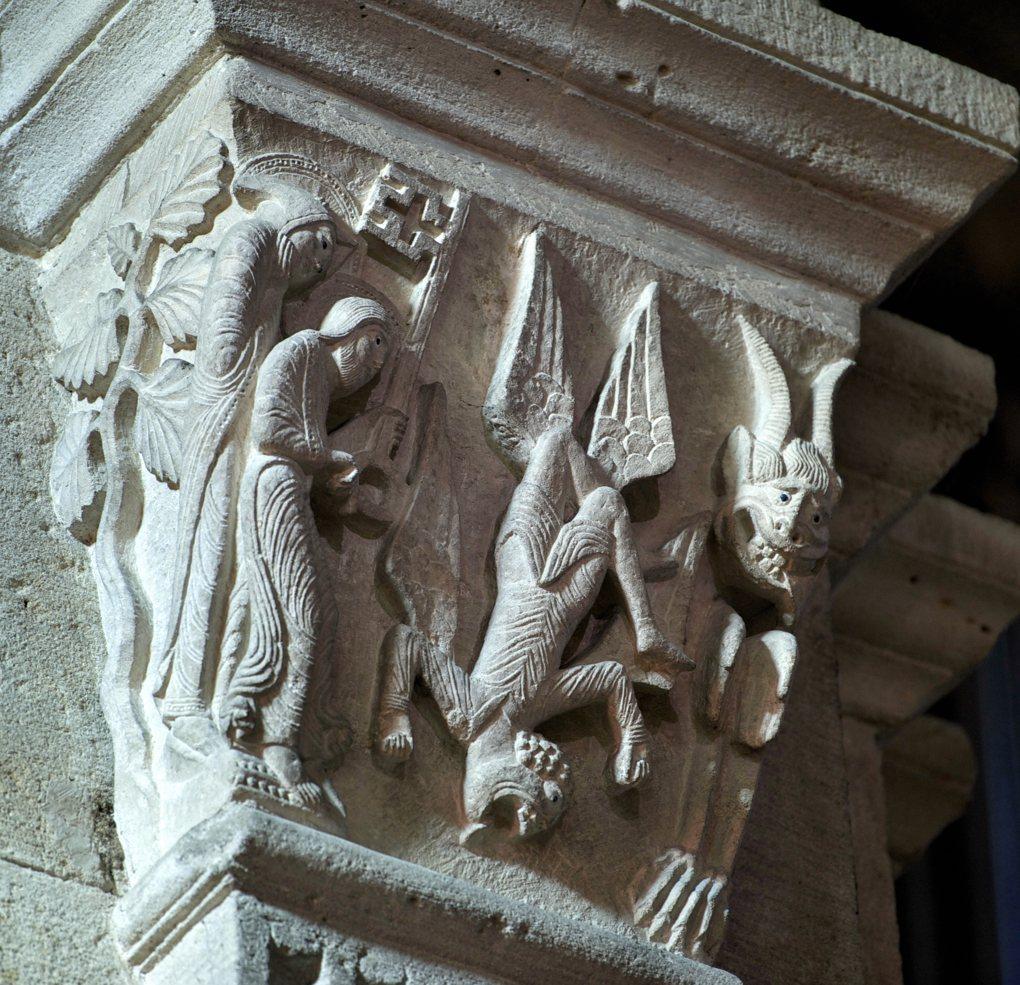 Autun - Ctahédrale Saint-Lazare - Chapiteau : La chute de Simon le Magicien (v. 1140)
